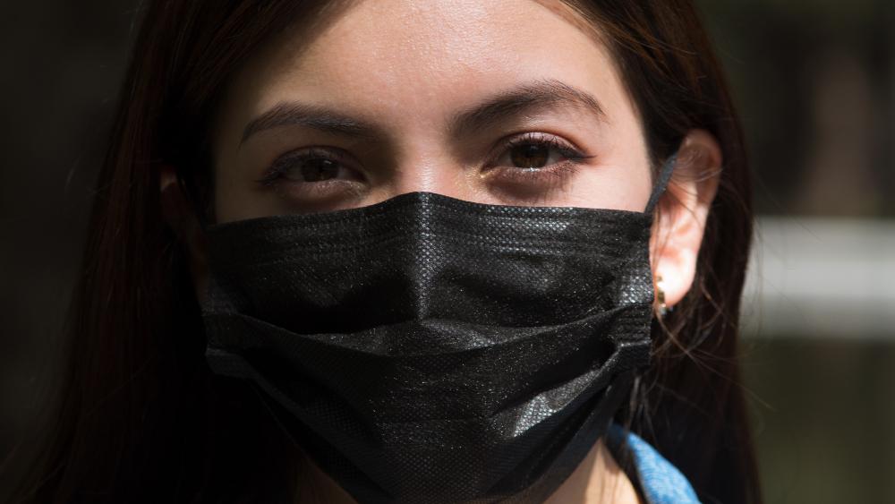 OCDE advierte que crisis afectó más a mujeres e informales en México - mujer mexicana cubrebocas pandemia Mexico