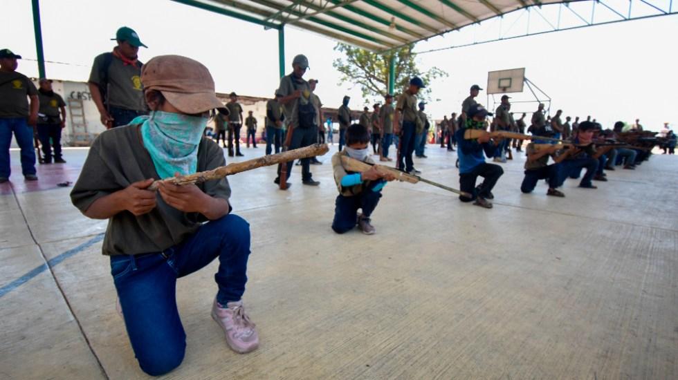 Pide AMLO no utilizar a niños en policías comunitarias en Guerrero - niños policias comunitarias Guerrero