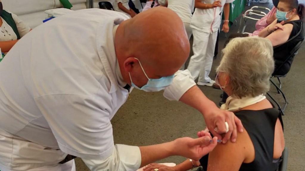 Olga Sánchez Cordero recibe segunda dosis de vacuna contra COVID-19 - Olga Sánchez Cordero recibió la segunda dosis de la vacuna contra el COVID-19. Foto de Twitter @M_OlgaSCordero