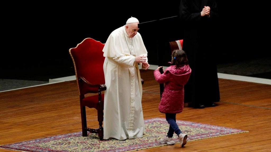 Papa Francisco durante 'viacrucis de los niños