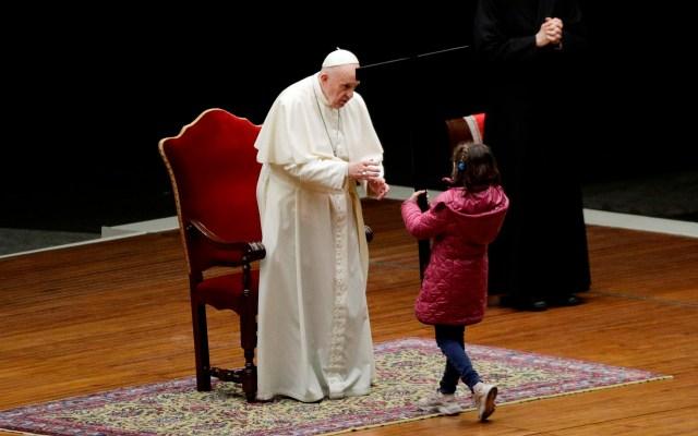 Papa Francisco destaca la importancia de relaciones reales sobre las virtuales - Papa Francisco durante 'viacrucis de los niños