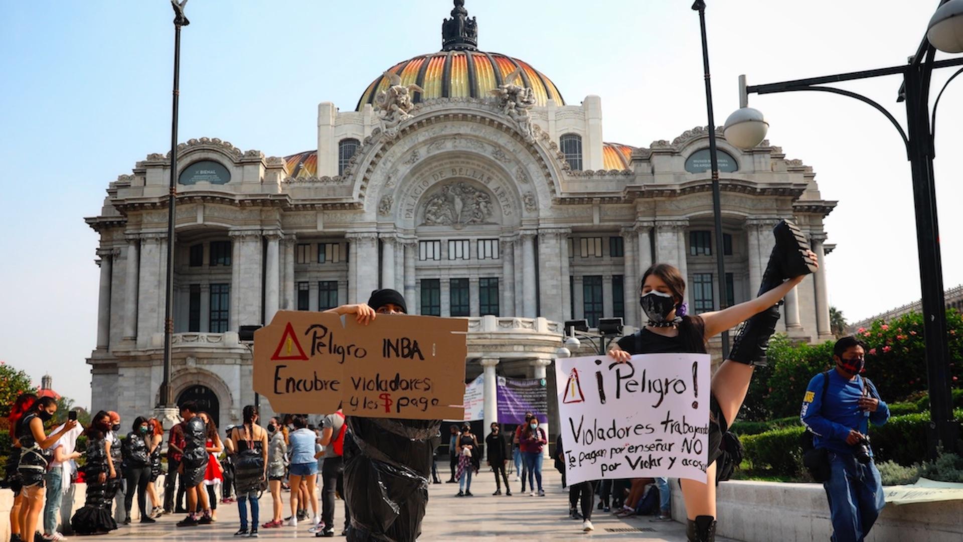 Exigen con danza destitución de docentes mexicanos tras acusaciones de abuso. Foto de EFE