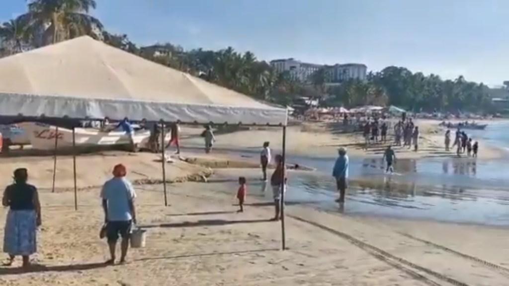 Turistas olvidan las medidas sanitarias en Puerto Escondido durante Semana Santa - Puerto Escondido Oaxaca turistas viajeros