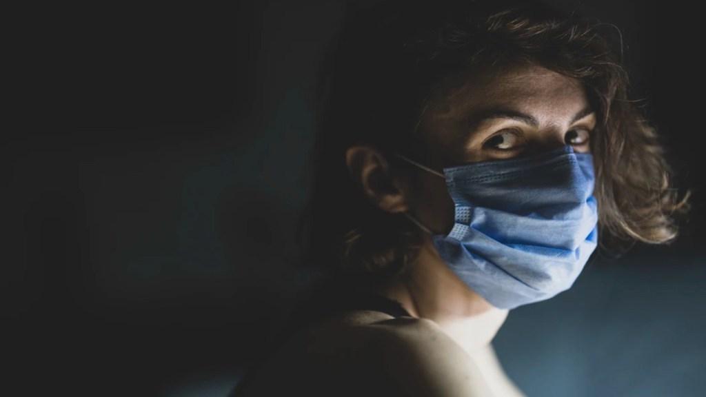 Al menos dos de cada 10 personas que sobreviven al COVID-19 tienen síntomas depresivos - Expertos señalan que el COVID-19 deja secuelas mentales en pacientes. Foto de engin akyurt @enginakyurt