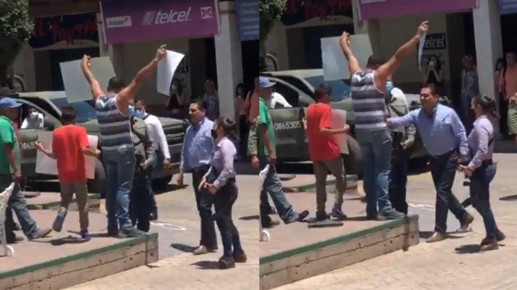 """""""Todos cometemos errores"""": AMLO sobre empujón de Aureoles en Aguililla - Silvano Aureoles Michoacán manifestante protesta"""