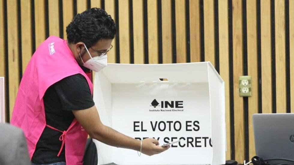 Roban a INE documentos relacionados a elecciones; FGJ abre investigación - Simulacro en INE con funcionarios de casilla sobre elecciones 2021. Foto de @INEMexico