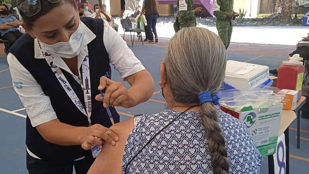 Detectan en Guanajuato 87 casos de COVID-19 en adultos mayores ya vacunados - Vacunación de adultos mayores en Guanajuato. Foto de @SaludGuanajuato