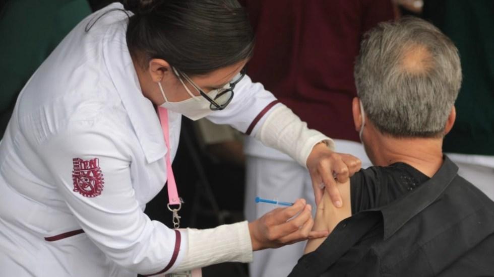 IPN revisará procedimientos de capacitación; califica como error humano piquete sin biológico a adulto mayor - Vacunación en el Instituto Politécnico Nacional. Foto de Gobierno de la Ciudad de México