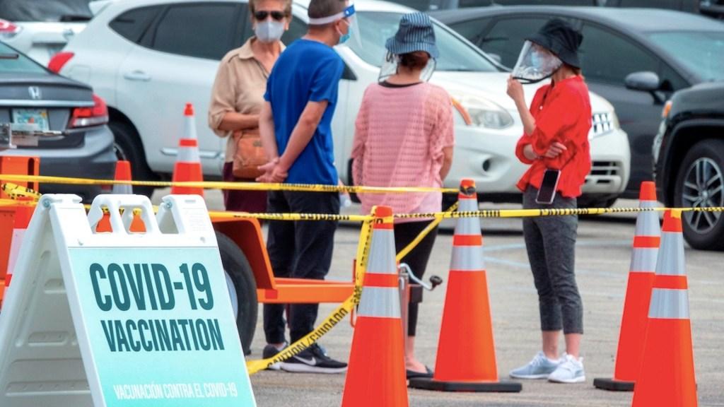 Mexicanos viajan a Estados Unidos a vacunarse contra el COVID-19 - Mexicanos viajan a Estados Unidos a vacunarse contra el COVID-19. Foto de EFE