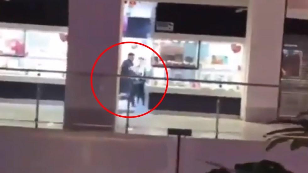 #Video Asaltan en plaza Mundo E, Tlalnepantla, joyería Bizarro - Video asalto joyería Mundo E edomex