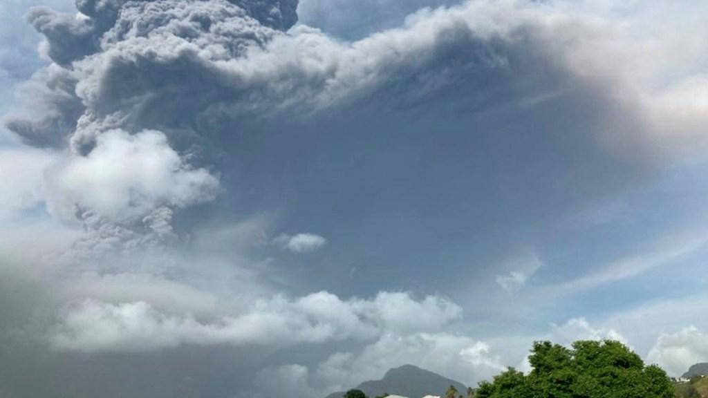 Continúa erupción de volcán La Soufriere en San Vicente y las Granadinas - Volcán La Soufriere. Foto de EFE