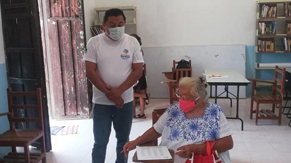 Abuelita presenta a sus 71 años examen para terminar la primaria - Abuelita presenta examen de matemáticas para terminar la Primaria. Foto de Kirbey Herrera Chab / Facebook