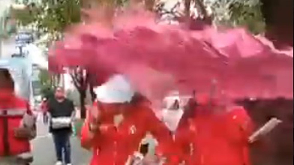 #Video Arrojan pintura en Naucalpan a candidata por el PRI - Agresión con pintura a candidata por el PRI en Naucalpan. Captura de pantalla