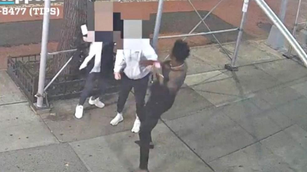 #Video Investigan en NY agresión con martillo contra mujer asiática - Agresión mujer asiática Nueva York Manhattan