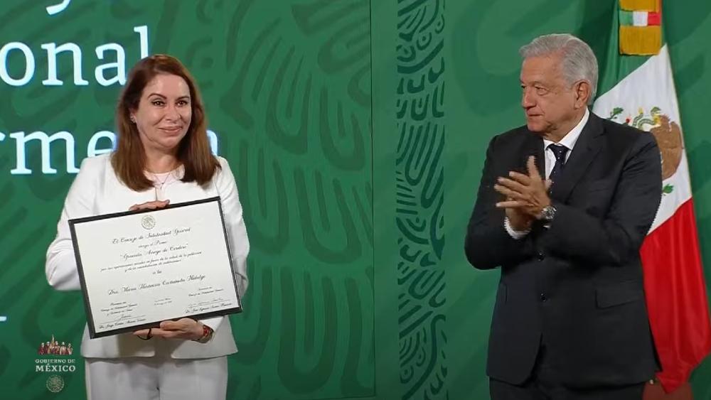 """AMLO agradece a médicos y enfermeras """"cerrar filas"""" y no realizar paros durante pandemia - AMLO paros reconocimientos enfermeras López Obrador"""