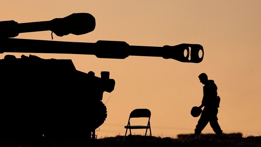Alto al fuego con Israel podría ocurrir 'pronto', adelanta portavoz de Hamás - Artillería israelí. Foto de EFE