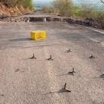 Así bloquean delincuentes los caminos en Aguililla, Michoacán