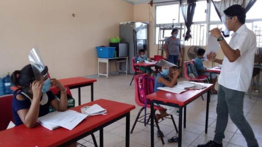 Gobierno analiza convertir clases presenciales en actividad esencial para permitirlas en Semáforo Rojo - Campeche clases SEP