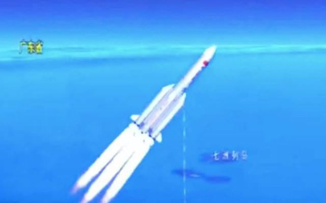 Los restos del cohete chino se desintegran en reentrada y caen en el Índico - El mundo, pendiente de dónde caerán los restos del cohete chino sin control. Foto de EFE