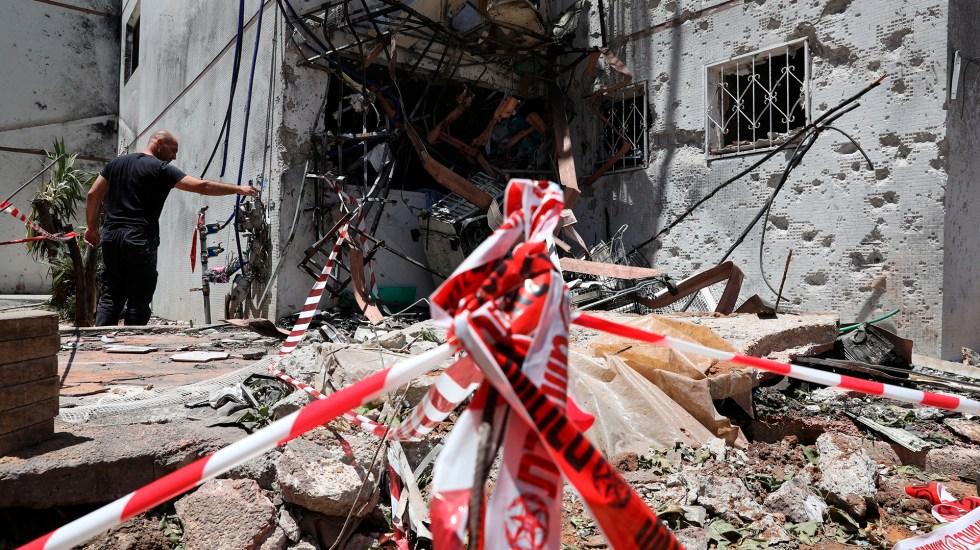 El Vaticano pide alto al fuego entre israelíes y palestinos - Daños en ciudad israelí tras ataque de Gaza. Foto de EFE