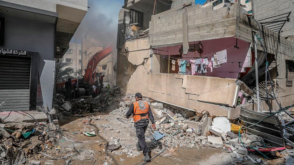 Suben a 174 los muertos en Gaza, tras nueva noche de bombardeos israelíes - Destrucción en Gaza por ataques israelíes. Foto de EFE