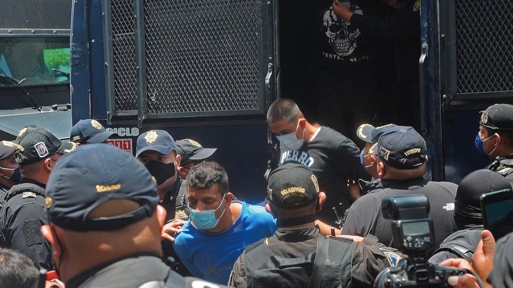 SSC detiene a 55 personas con drogas y armas largas tras desalojo - SSC detiene a 55 personas con drogas y armas largas en Ciudad de México. Foto de EFE