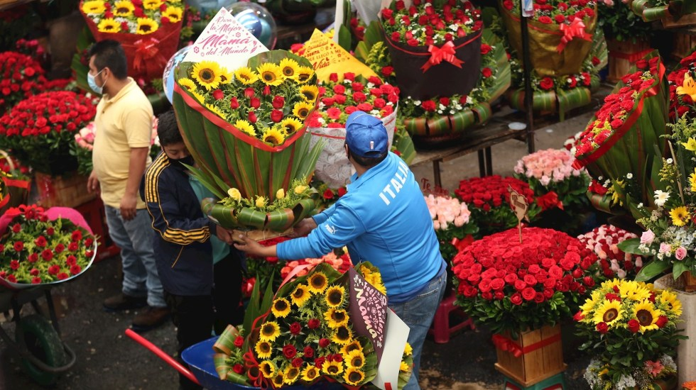 Día de las Madres se recupera en México con vacunación y caída de contagio - Día de las Madres Ciudad de México mercado Jamaica 2