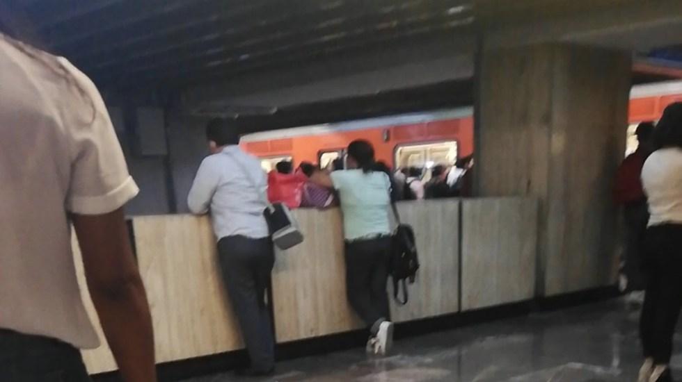 Ponchadura de neumático provoca desalojo del Metro en la Línea 2 - Estación Popotla Línea 12 del Metro. Foto de @LuzMurillo_4