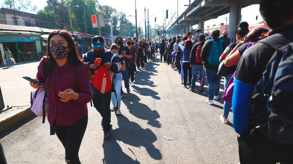 Brindan servicio 490 unidades RTP por cierre de Línea 12 del Metro: Andrés Lajous - Fila para abordar unidades RTP por colapso en Línea 12 del Metro. Foto de EFE
