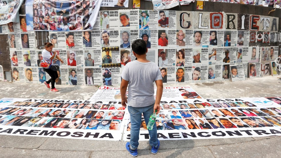 Colocan en Guadalajara losetas con imágenes de desaparecidos - Guadalajara Jalisco estados desaparecidos losetas