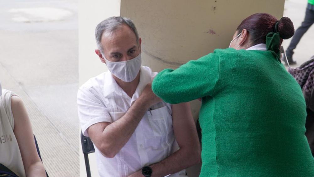 Hugo López-Gatell vacuna