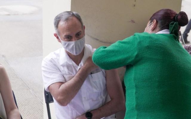 Hugo López-Gatell se vacuna contra el COVID-19 en CDMX - Hugo López-Gatell vacuna