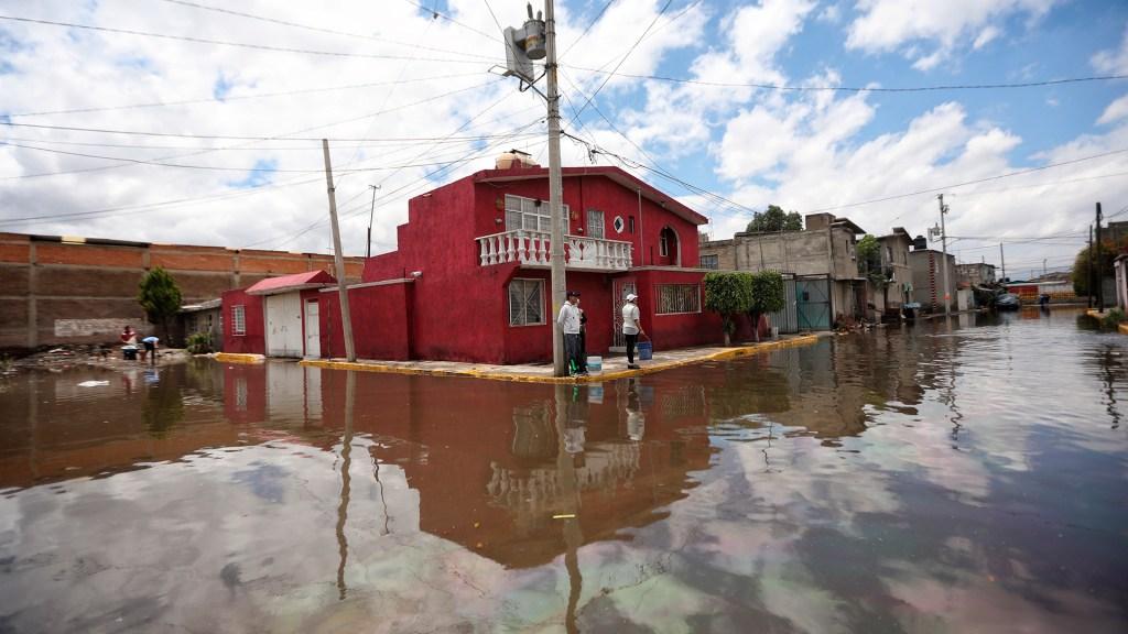 Lluvias castigaron con inundaciones la zona oriente del Edomex - Inundación en Ixtapaluca, zona oriente del Edomex. Foto de EFE