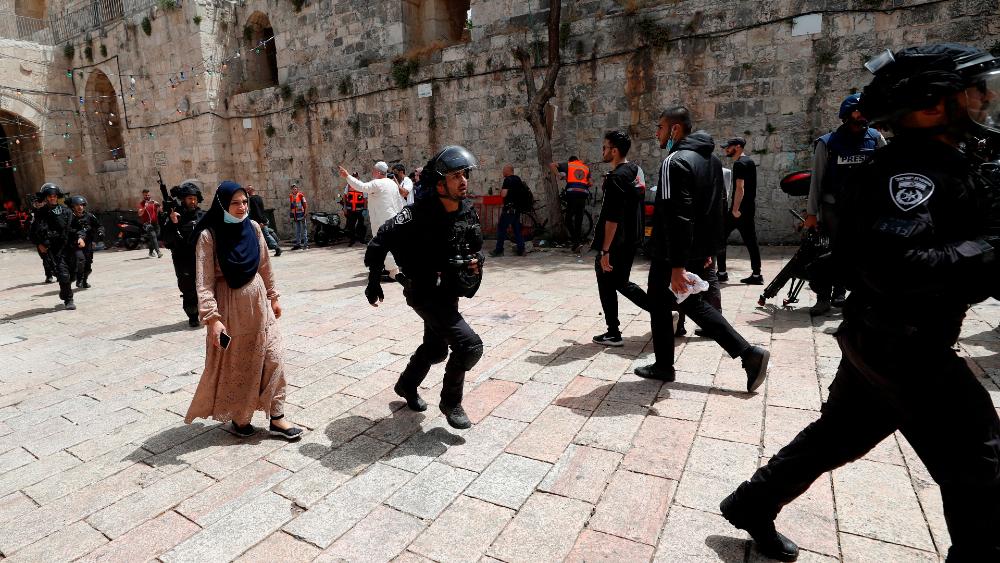 Continúa violencia en Jerusalén en la jornada de más tensión en años - Jerusalen choques iselies palestinos