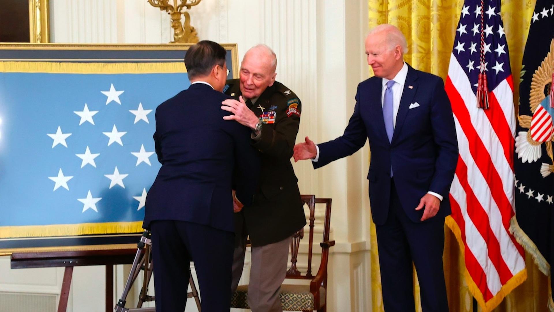 De correr delante de las balas en Corea a ser homenajeado por Biden. Foto de EFE