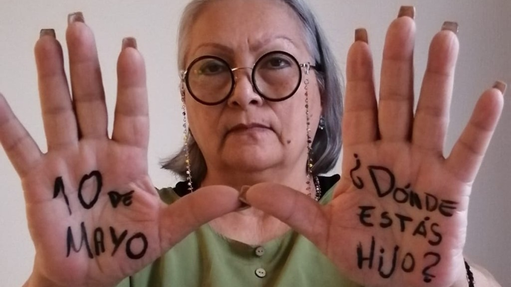 ONU-DH expresa solidaridad con madres de 87 mil desaparecidos en México - Madre en búsqueda de su hijo desaparecido. Foto de @movNDmx