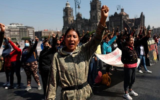 Vinculan a proceso y liberan a 74 mujeres normalistas en Chiapas - Manifestación en CDMX para exigir liberación de estudiantes en Chiapas. Foto de EFE