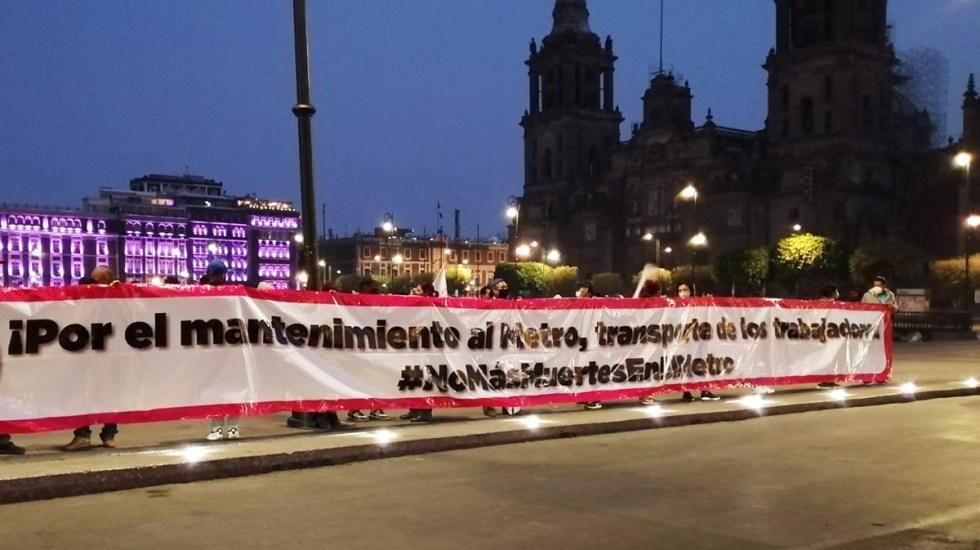 Protestan frente a Palacio Nacional por tragedia en el Metro; piden mantenimiento - Manifestación frente a Palacio Nacional por tragedia en el Metro. Foto de @JesusAnayaTv