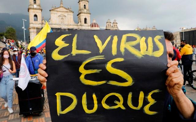 Colombia llama al diálogo político mientras continúan las protestas - La tensión reina en las calles de Colombia, donde persisten las manifestaciones contra el Gobierno mientras crece el clamor al presidente Iván Duque para que abra un diálogo nacional y terminen los desórdenes y la violencia policial. Foto de EFE