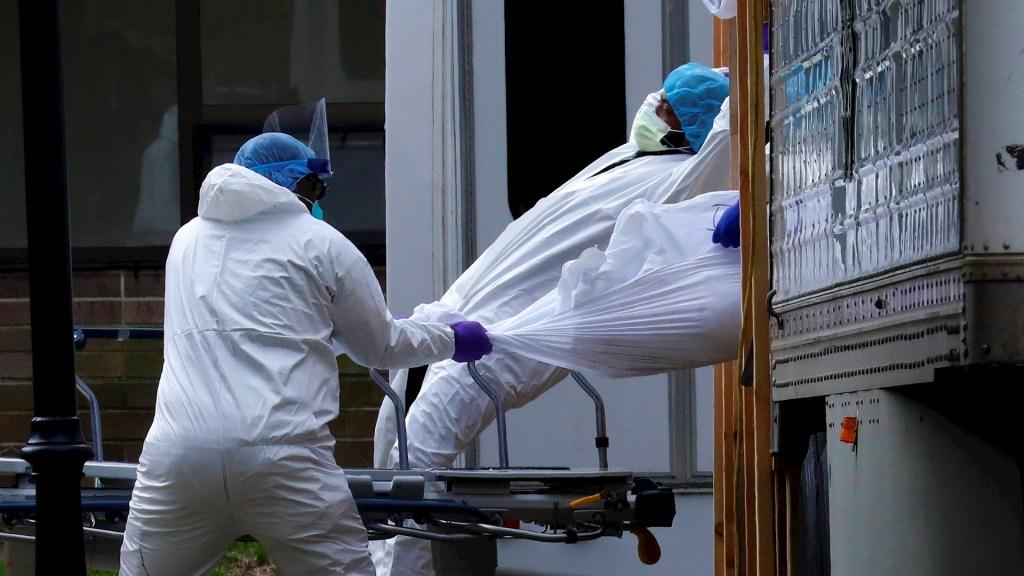 Cientos de víctimas del COVID-19 en NY siguen en camiones refrigerantes - Nueva York muertos COVID-19 coronavirus víctimas camiones refrigerantes