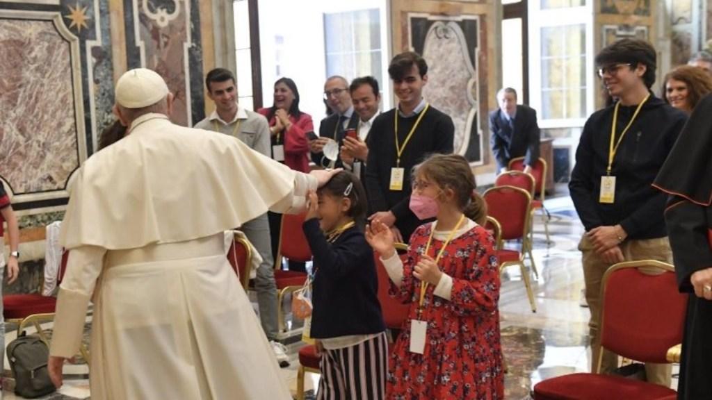 """Abuso a menores es """"una especie de asesinato psicológico"""", asegura papa Francisco - Abuso a menores es"""