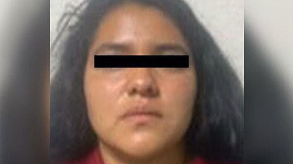 Detienen en Neza a mujer con restos de hombre dentro de un costal - Roxana N., mujer detenida con un cadáver dentro de un costal. Foto de FGJEM