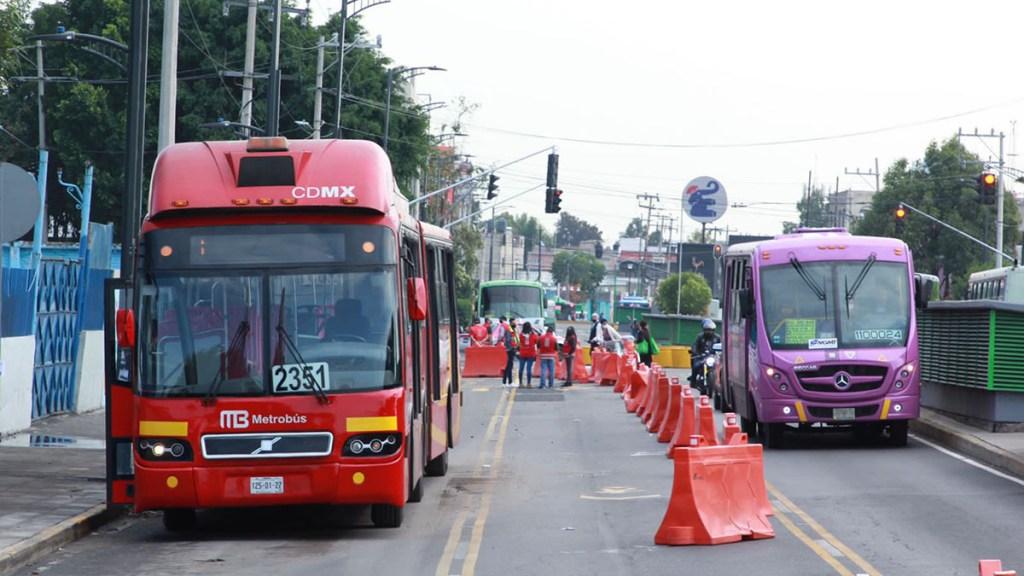 Inicia servicio emergente de Metrobús en recorrido de Línea 12 del Metro - Servicio emergente de Metrobús en Línea 12 del Metro. Foto de @LaSEMOVI