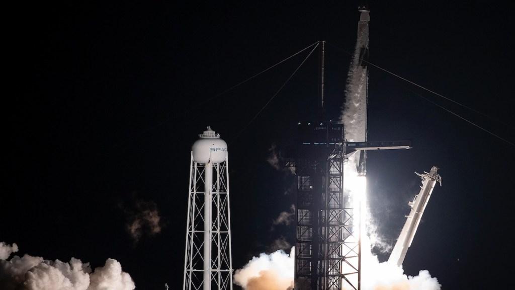 SpaceX lanza al espacio otro grupo de 60 satélites Starlink desde Florida - SpaceX lanza al espacio otro grupo de 60 satélites Starlink desde Florida. Foto de EFE