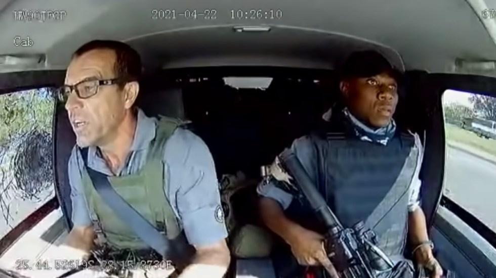 #Video Custodios de valores escapan de intento de asalto en Sudáfrica - Sudáfrica persecución disparos ataque