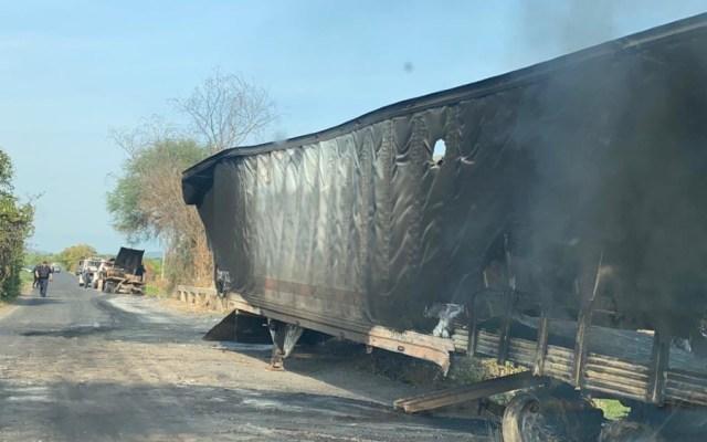 No he ido a Aguililla para no hacerle el 'caldo gordo' a prensa y adversarios: AMLO - Trailer quemado Aguililla Michoacan