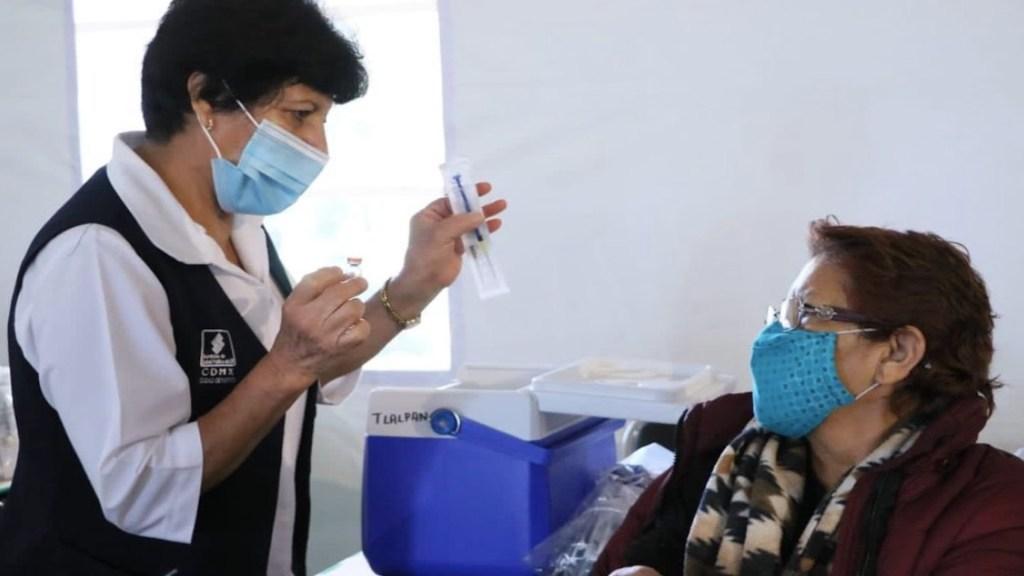 Organizaciones piden a legisladores cubrir demandas de salud - Este martes iniciará vacunación de adultos de 50 a 59 años en la alcaldía Cuauhtémoc. Foto de Secretaría de Salud CDMX