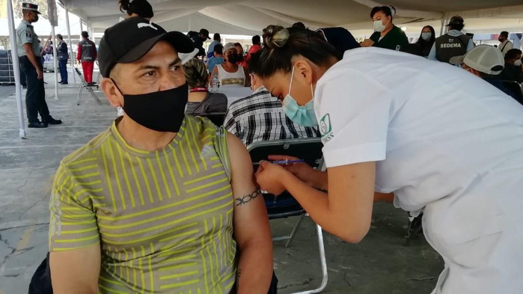 Inicia Ciudad de México vacunación de adultos de 50 a 59 años - Vacunación en GAM, CDMX, de adultos de 50 a 59 años. Foto de @Claudiashein