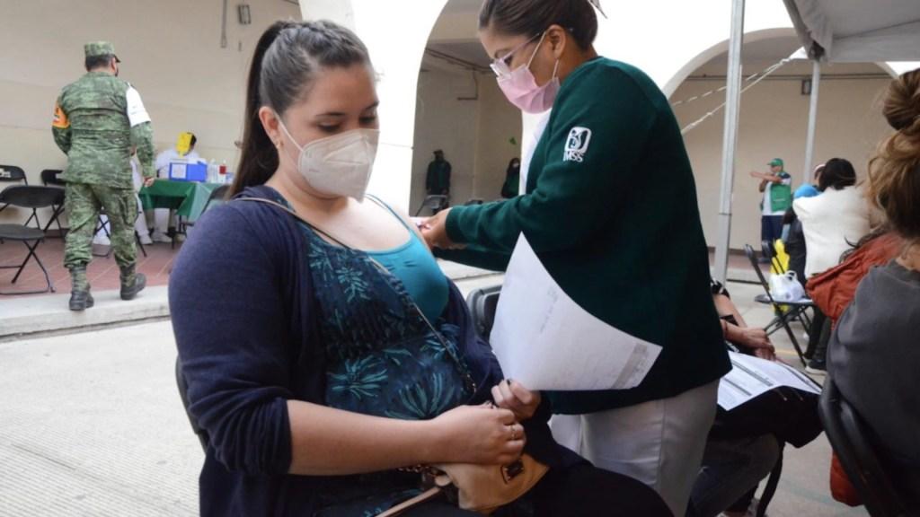 Recomiendan a embarazadas vacunarse contra COVID-19 ante mayor riesgo - vacunación mujeres embarazadas