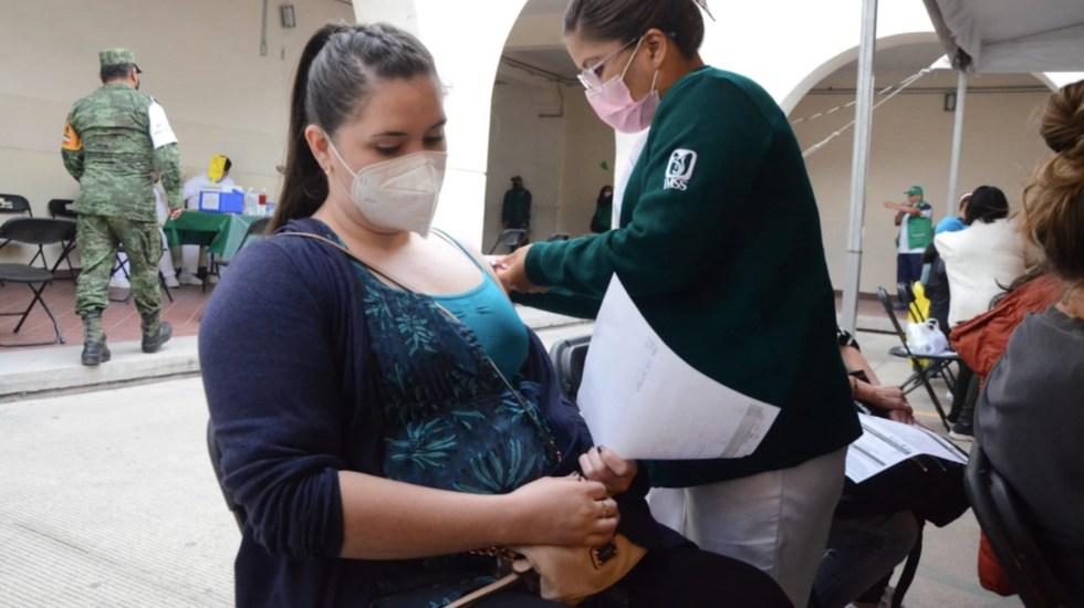 No se vacunará en México a menores de 18 años embarazadas, aclara López-Gatell - No existe suficiente evidencia científica que avale vacunación a menores de 18 años embarazadas. Foto de Secretaría de Salud CDMX